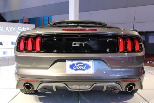 ces-las-vegas-2015-ford-mustang-cabrio-silber-07